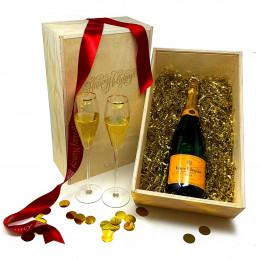 Veuve Clicquot Champagne 750ml Gift Set